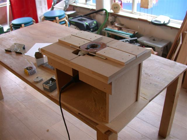Post your router table plans pics telecaster guitar forum for Petite table tele
